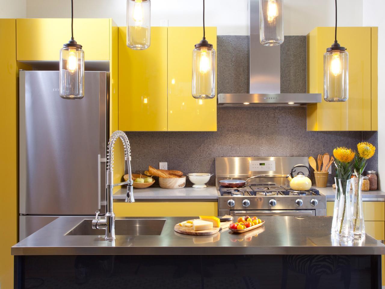 Кухня - сочитание желтого и серого