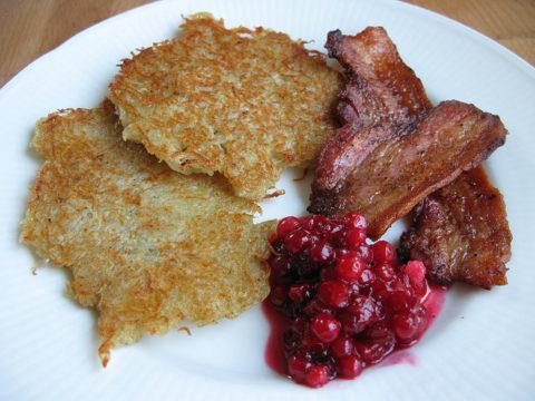 Рецепт драников из корнеплодов с беконом и клюквой (шведская кухня)