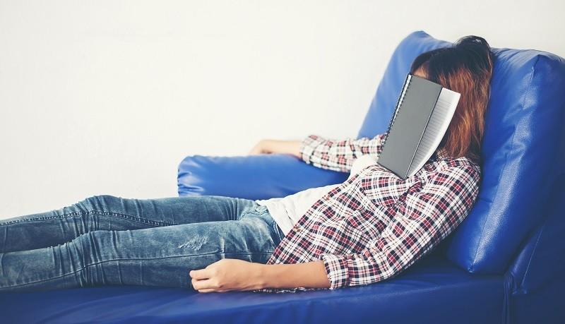 Боритесь с сонливостью после обеда, нужно спать правильно