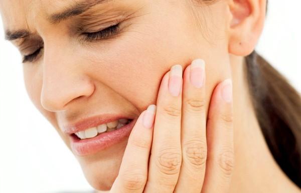 Лейкоплакия полости рта: симптомы, лечение