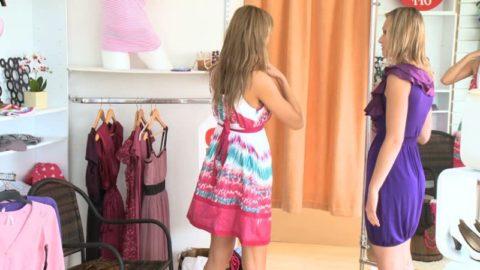 Женщины склонны покупать кокетливую одежду в период овуляции