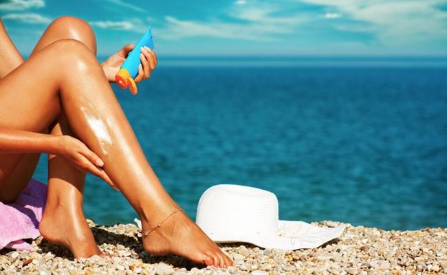 Солнцезащитный крем работает лучше, чем одежда на теле