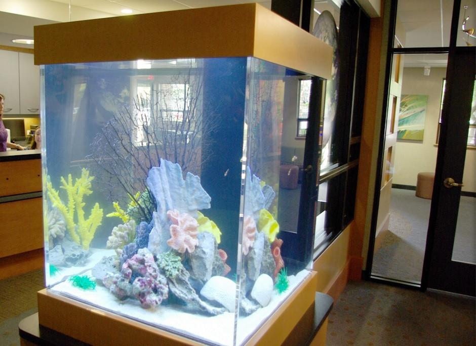 Прямоугольный аквариум-башня
