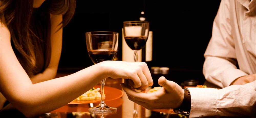 Подарите девушке романтический ужин