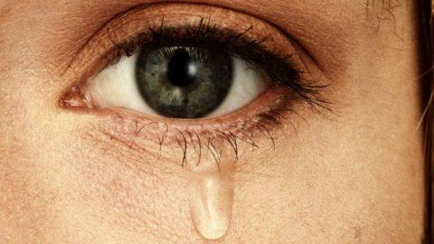 Почему люди плачут и как слезы влияют на здоровье?