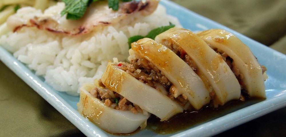 Кальмары, фаршированные грибами с рисом, фото
