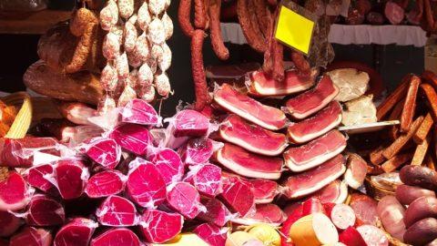 Колбаса может вызвать рак с такой же вероятностью, как курение