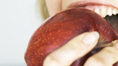Аллергия на яблоки у взрослых и детей