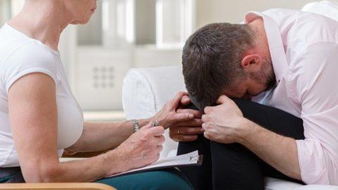 Ипохондрия: симптомы и лечение, причины