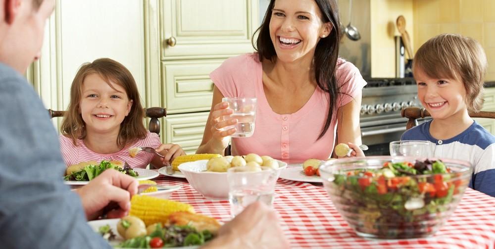 Семейный прием пищи повышает физическое и психическое здоровье детей