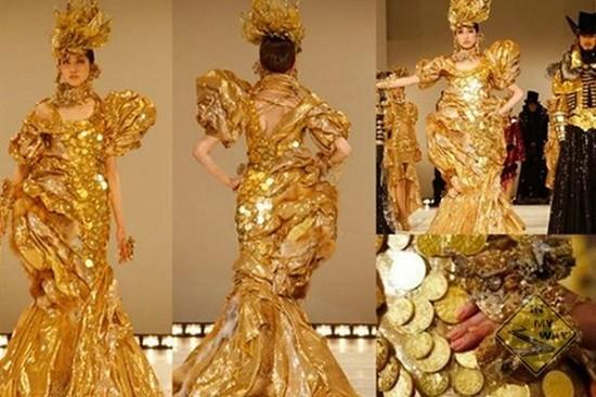 Платье из золотых монет