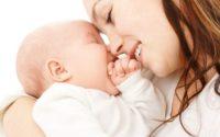 Как успокоить икоту у новорожденного