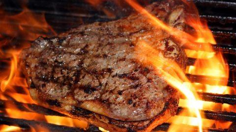 Мясо на гриле может способствовать высокому давлению