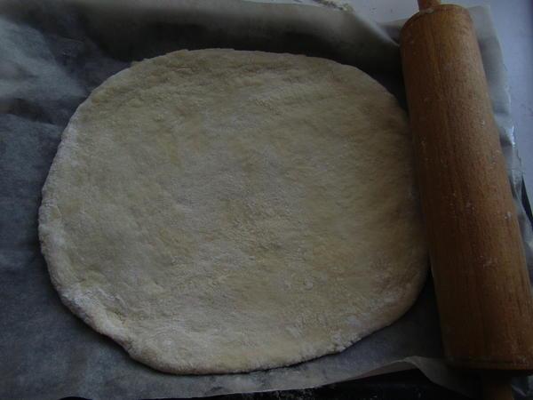 Раскатайте тесто