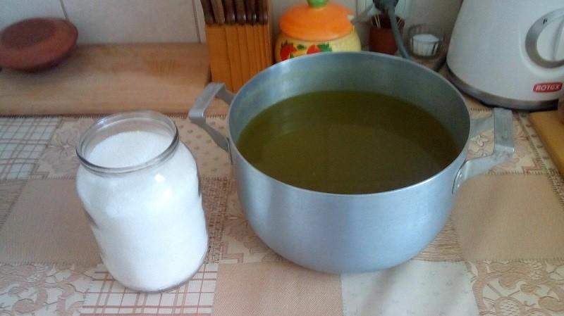 Приготовление еда из бузины дома