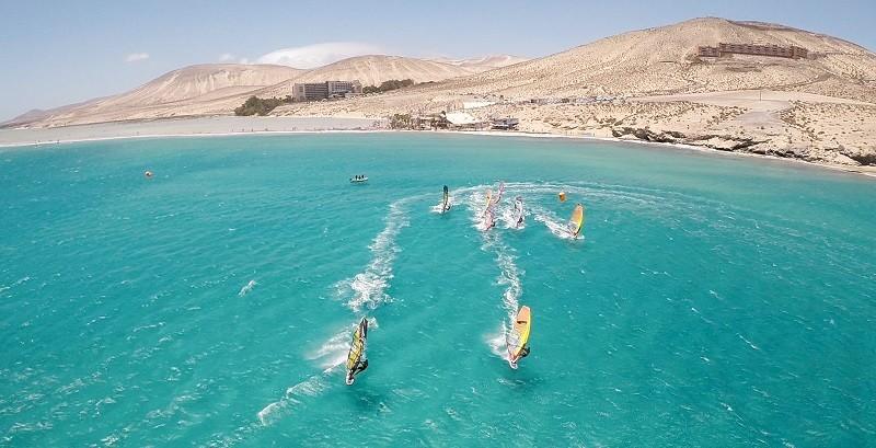 Пляжи Фуэртевентура для любителей водных видов спорта