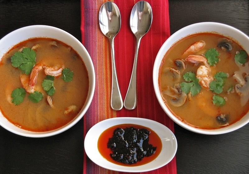 """Классический рецепт супа """"Том Ям"""" с креветками и шампиньонами"""