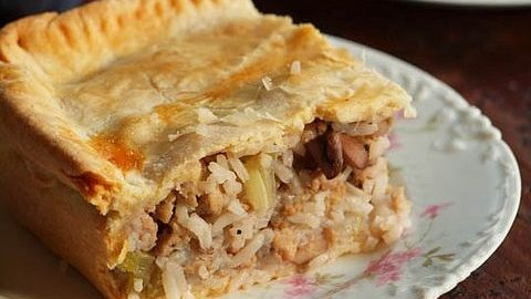 Пирог с грибами и рисом: рецепт приготовления пошагово