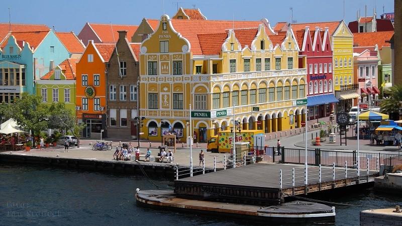 Разноцветные дома Виллемстада