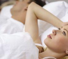 Разговоры во сне: что значит, причины, лечение