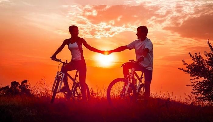 Сладких, двое на велосипеде в картинках