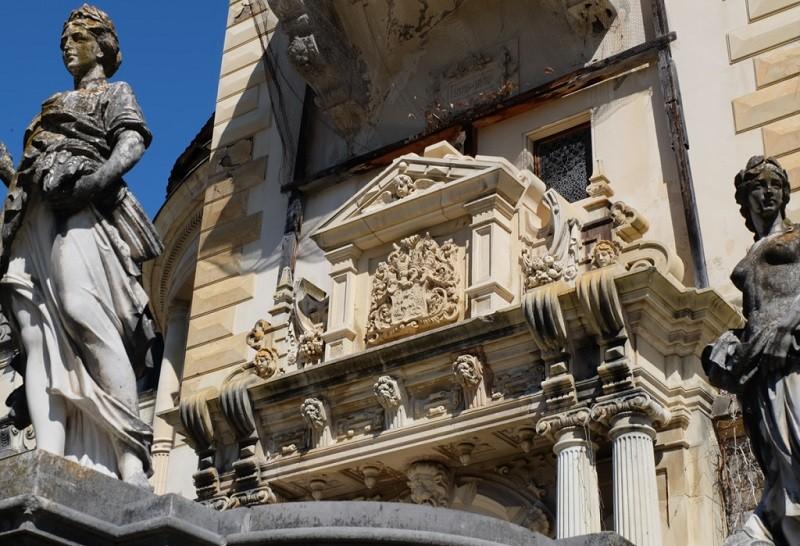 Скульптуры замка