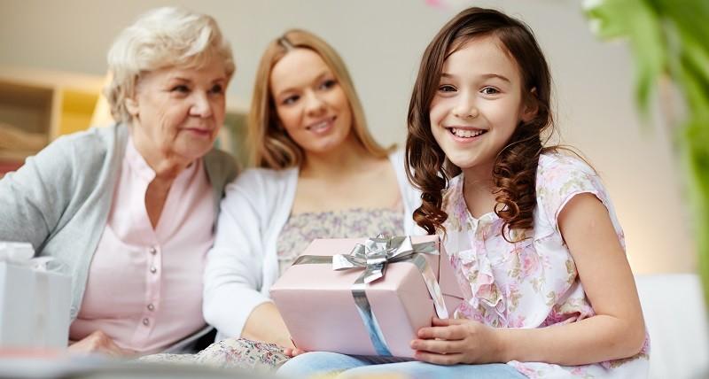 Что подарить девочке на день рождения?