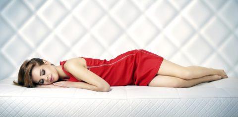 Спать без подушки полезно или вредно? Советы и мнения