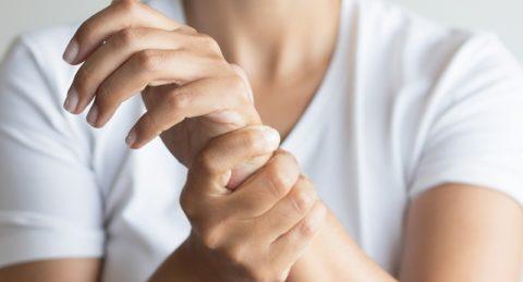 Боль в запястье руки: причины и лечение