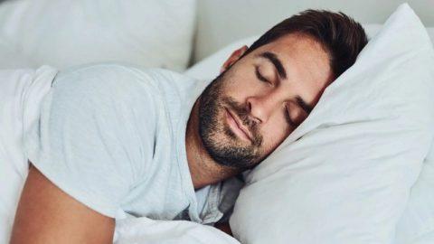 Порочный круг: недостаток сна вызывает страх и эмоциональные реакции, которые мешают спать