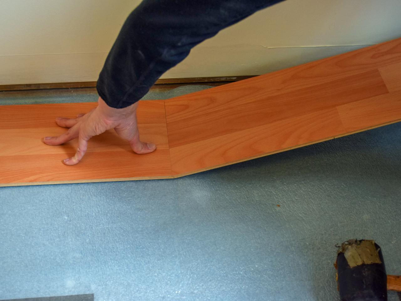 Как положить ламинат на бетонный пол - НашПол 668