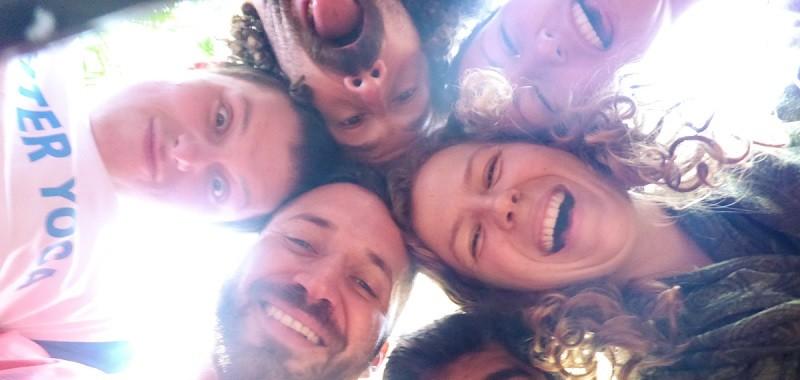 Смех помогает расширению социальных связей