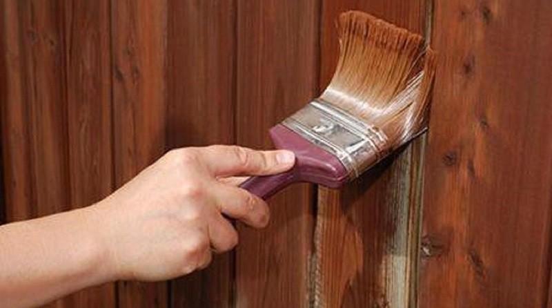 Как и чем покрасить деревянный забор надолго?