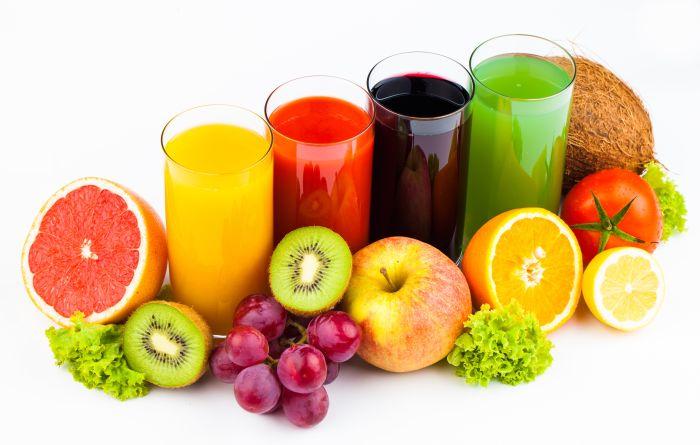 Огромное разнообразие свежих фруктов, ягод и овощей совершенно не ограничивается планом летней диеты, а наоборот поощряется им.