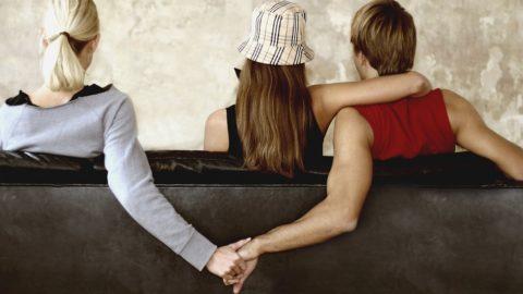 Почему муж изменяет? Признаки и причины мужской измены