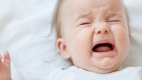 Почему ребенок плачет? Как его успокоить — советы