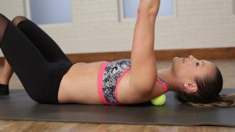 Как делать массаж теннисным мячом?