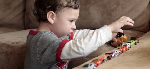 Аутизм — что это? Признаки у детей, симптомы, диагностика, лечение
