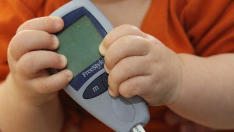 Норма сахара в крови у детей: таблица по возрасту, причины отклонения